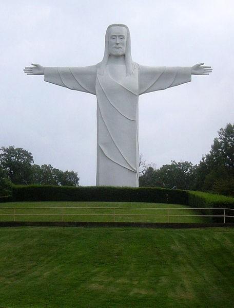 Tượng Chúa của người Ozark, Arkansas, Mỹ: Một tượng đài với chiều cao hơn 20 m được đặt ở gần suối Eureka. Tượng được xây dựng vào năm 1966.